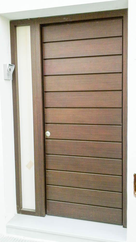 Puertas de calle aluminio abatible 1 hojas rojas s l Puertas calle aluminio precios