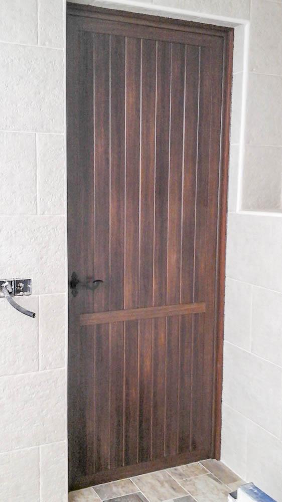 puertas de calle aluminio abatible fija rojas s l