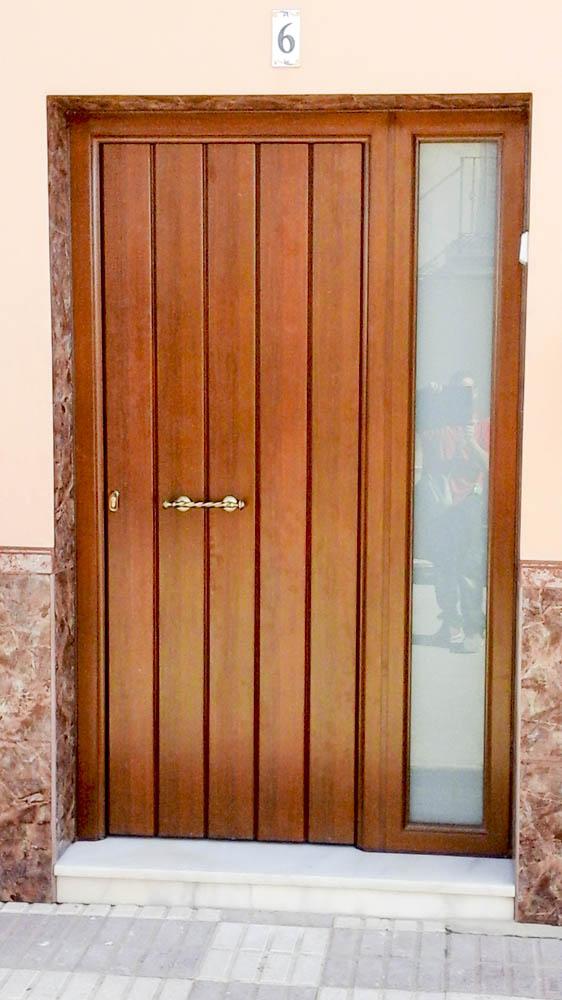 puertas de calle aluminio abatible 2 hojas rojas s l
